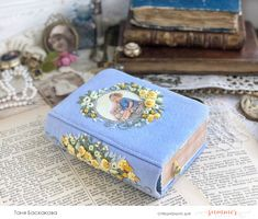 Fabric Book Covers, Fabric Books, Ribbon Embroidery, Embroidery Stitches, Embroidery Designs, Handmade Notebook, Handmade Journals, Vintage Journals, Matchbox Crafts