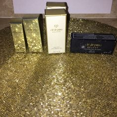 cle de peau 5 new samples in boxes cle de peau 5 new samples in boxes 2- .5 fl oz tendre lotion gentle balancing  lotion 1- .4 fl oz tendre lotion gentle balancing lotion 1- gentle protective emulsion .16 fl oz spf 22 1- .26 fl oz cle de peau beaute smoothing base for pores spf 22 you will receive all five items as shown in photo. Cle de peau Makeup