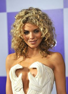anna lynn mccord | annalynne-mccord-2010-golden-globe-awards-01 - GotCeleb