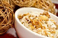 arroz com cebolas caramelizadas e amêndoas em lascas