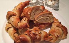 Julehorn med kanel og klementin Shrimp, Sausage, Bread, Dessert, Baking, Ethnic Recipes, Food, Xmas, Holidays