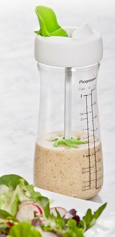 On-the-go salad dressing shaker // with built-in mixer... love this idea to create yummy healthier fresh dressings #product_design
