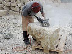 Ein Brunnen entsteht: Steinbrocken Code 110 Photos, Stones