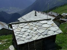 One of the striking features of the area round Belalp is the traditional covers for the roofs. The shed shown here illustrates the use of an amazing collection of different shapes and sizes of local rocks. These are mainly schist which has been very carefully placed to keep out rain and the extreme driving snow in this area above 2000 metres.