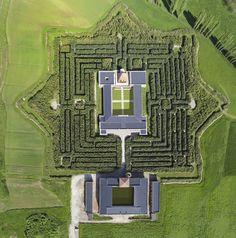 Das größte Labyrinth der Welt http://www.travelbook.de/europa/7-Hektar-grosser-Irrgarten-in-Italien-Das-groesste-Labyrinth-der-Welt-606002.html