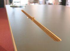 Multiplex Tischplatte mit Kabelschlitz Detail