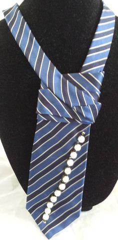Upcycled OOAK Damen Krawatte Textile Schmuck von TheSnippySisters