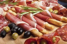 Cocktail hour includes all the antipasto of your wildest dreams. | 26 Signs You're At An Italian-American Wedding