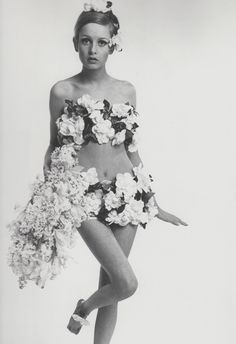 1960s 60s twiggy mod bert stern 60s Fashion #FlowerShop #Anthropologie - find more Twiggy and other 1960s fashion model pictures at http://fashioninthe1960s...