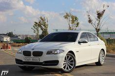 [시승기] | 안녕하세요  모터팩트입니다.얼마 전, 520d Xdrive 차량을 시승했었죠.오늘은 내년도 풀체인지를 앞둔,BMW 5 시리즈 F10 의 마지막 모델.BMW 528i  LCI를 시승하였습니다.BMW 5 시리즈는 1972년 데뷔해,40년이 넘는 시간 동안 진화해 왔는데요.2008년 전 세계 판매량 500만 대 이상을 기록하며,명불허전,  국내뿐만 아니라,