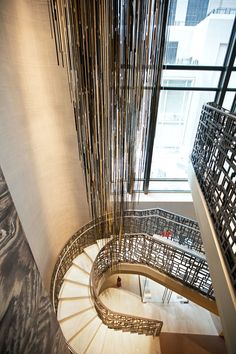 Studio Sawada designed a shiny pendant sculpture comprising gold, black, and mirror-finished acrylic rod… Entry Stairs, Grand Staircase, Staircase Design, Spiral Staircase, Acrylic Rod, Yabu Pushelberg, Inspiration Design, Interior Stairs, Hotel Interiors