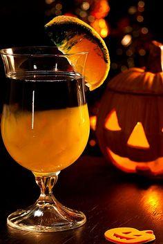 Pumpkin Rot Cocktail Recipe ~ a festive Halloween cocktail