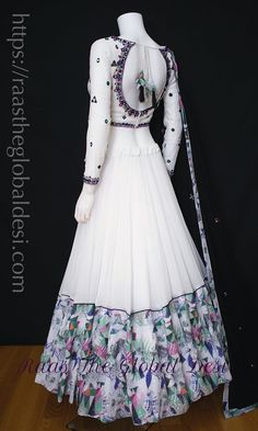 Indian Gowns Dresses, Indian Fashion Dresses, Indian Designer Outfits, Designer Dresses, Frock Fashion, Designer Wear, Skirt Fashion, Dress Indian Style, Indian Wear