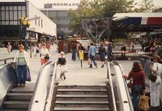 Rotterdam: Het Beursplein bij de trap naar de metro eind jaren '70.
