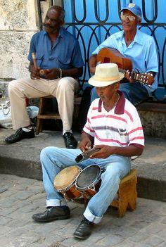 La reproducción de música en el lado de la calle - Habana