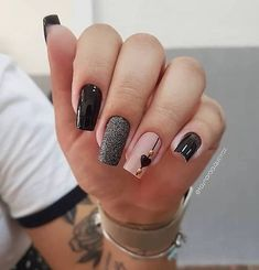 No one will reject acrylic nails, because their elegant and perfect nail shape can make fingers look slender and very easy to show personal charm. And if you like simple and stylish design, check out these 48 simple acrylic nails, you will love it.