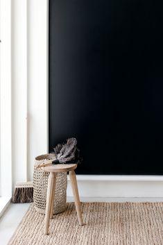 ASTU SISÄÄN: 5 VINKKIÄ TOIMIVAAN ETEISEEN   MUSTA OVI – Sisustusblogi, skandinaavinen sisustus ja diy vinkit pienelläkin budjetilla Decor, Room, Entrance, Room Redo, Home Decor