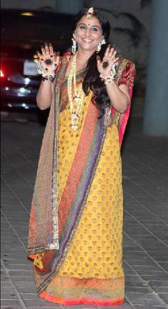 Vidya sticks to traditional Sabyasachi sari for mehendi http://ndtv.in/UF3hk3