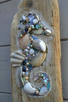 Driftwood Seahorse Wall Hanging using shells and pearls, Handmade in Cornwall. Something like this would look good applied directly to a fence postToo cool on driftwood, seahorse bling!This lovely driftwood wall hanging is made using reclaimed driftw Driftwood Seahorse, Seashell Art, Seashell Crafts, Driftwood Art, Seahorse Art, Driftwood Projects, Driftwood Ideas, Seashell Projects, Deco Nature