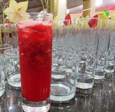 Caipi morango – macere o morango com açúcar, coloque vodka e gelo.... É sempre  o drink mais pedido.... Surpreenda sempre com a equipe Openbar BH. Contato - openbarbh@bol.com.br