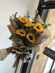 New ideas flowers sun bouquet Amazing Flowers, Fresh Flowers, Beautiful Flowers, Purple Flowers, Bouquet Wrap, Hand Bouquet, Sunflower Bouquets, Floral Bouquets, Bouquet Of Flowers