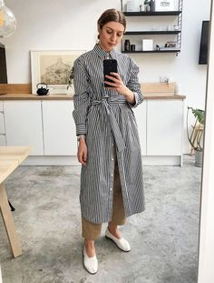 Spring street style outfit ideas layer a striped shirt dress over culottes and wear with glove pumps 60 Fashion, Modest Fashion, Latest Fashion For Women, Fashion Outfits, Fashion Trends, Spring Fashion, Fashion Deals, Fashion Women, Europe Fashion