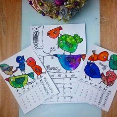 Náš kalendár.  MAREC. Na výkres si Filipko nakreslil čiernou hrubou centrofixou vtáčiky. Vymaľoval vodovkami. Kým boli farby ešte mokré,… Art Projects, Instagram