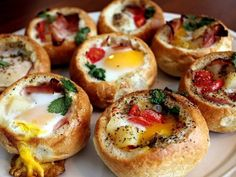 Customizable Bread Bowls: Make Quick Appetizers (or Brunch) With Dinner Rolls Made these with eggs, hashbrowns, bacon, and cheese! Big hit at my Scentsy party :) Brunch Recipes, Breakfast Recipes, Brunch Ideas, Crowd Recipes, Yummy Recipes, Vegetarian Recipes, Pan Relleno, Breakfast Desayunos, Perfect Breakfast