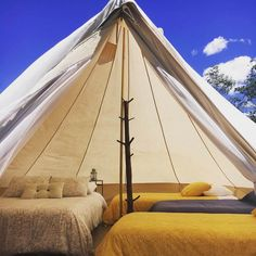 Glamping in Colombia is an incredible experience, because this country has an immense variety of landscapes and climates. Glamping, Camping Con Glamour, Cabana, Outdoor Gear, Aurora, Planes, Tent, Traveling, Villa