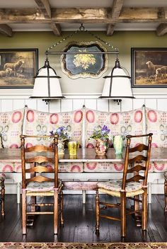 20 Stunning French Country Farmhouse Decor Ideas - French country style home decorating has become one of the most popular styles of interior design today. In this style of decorating, you will find th. French Country Kitchens, French Country Style, French Country Decorating, Country Chic, Cottage Decorating, English Style, Rustic Chic, Rustic Decor, Black Dining Chairs