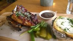 Apen matkat: Tallinna osa 7, ravintola F-hoone Pork, Meat, Kale Stir Fry, Pork Chops
