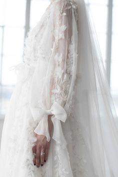 Marchesa Bridal Fashion Trends via Cool Chic Style Fashion /.- Marchesa Bridal Fashion Trends via Cool Chic Style Fashion / Photo: The LANE - Best Wedding Dresses, Bridal Dresses, Wedding Gowns, Modest Wedding, Foto Fashion, Fashion Mode, Style Fashion, Fashion Trends, Fashion Fall