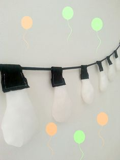 Awesome puffy pillows sewn to look like bulbs on string garland. Set of ten lights and 2metre soft black cotton rope looks fantastic at parties,