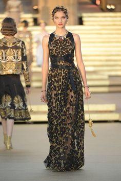 Dolce & Gabbana Stage an Epic Alta Moda Show in Sicily¡¯s Valley of the Temples - Vogue Dolce & Gabbana, Fashion Week, Fashion Show, Gothic Fashion, Victorian Fashion, Fashion Fashion, Rock Dress, Black Women Fashion, Womens Fashion