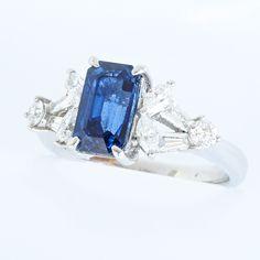 プラチナ サファイアリング トライアングルダイヤデザイン  サファイア:2.06ct ダイヤ:0.63ct