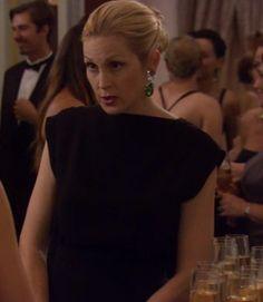 Gossip Girl Lily Bass black dress emerald earrings