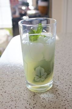 Classic Mojito   •  Free tutorial with pictures on how to mix a mojito in under 5 minutes