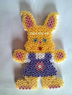 Voici plusieurs modèles de lapin de pâques  (le dernier a été fait par ma puce de 3 ans...)   pour chaque lapin: 269 perles   prix de vente ...