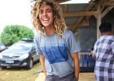 The overly generalized surfer hair, it's what catches all the babes. Keep it up Craig Surfer Hair, Surfer Dude, Tan Blonde, Blonde Guys, Surf Guys, Craig Anderson, Boys With Curly Hair, Perfect Boy, Moda Masculina