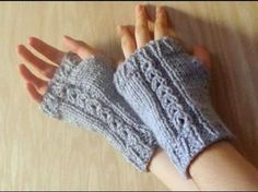 Aprende a tejer unos mitones fáciles,sencillos y rápidos en dos agujas - YouTube Loom Knitting Projects, Knitting Videos, Crochet Videos, Knitting For Beginners, Hand Knitting, Knitting Patterns, Crochet Patterns, Fingerless Gloves Knitted, Knitted Slippers