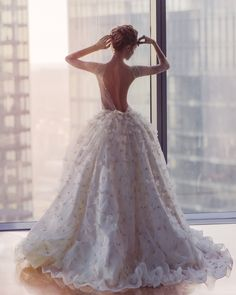 Wedding Gowns: Couture Designers You Need to Know via Love In The Rockies Stunning Wedding Dresses, Dream Wedding Dresses, Bridal Dresses, Flapper Dresses, Elegant Wedding, Couture Wedding Gowns, Designer Wedding Gowns, Gowns Couture, Pretty Dresses