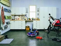 There's an old saying that a man's house is his castle says Ginny Snook Scott, chief design officer of California Closets. A woman's house is the castle. The garage is the man's castle. Garage Organization Tips, Garage Storage, Storage Spaces, Garage Ideas, Diy Garage, Organizing, Garage Doors, Garage Pas Cher, Garage Insulation