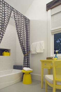 bathroom - Joel Snayd \\ the way bath curtains are tightened, similar to living room curtains, makes it very cosy