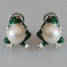 Frog holding cultured 10 mm pearl Sterling silver and 14k gold Enamel... Lot 277