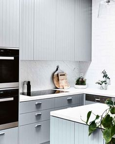 grooved grey cabinetry, white marble benchtop and splashback. grooved grey cabinetry, white marble benchtop and splashback. Beach House Kitchens, Home Kitchens, Small Kitchens, Modern Kitchen Design, Interior Design Kitchen, New Kitchen, Kitchen Decor, Kitchen Pics, Casa Loft