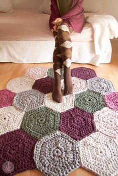 Alfombra de Trapillo a Crochet de muestras hexagonales