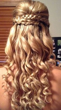 Getting ready for prom? Check out our top 12 prom styles for long hair Hair & Beauty Closer Online Dance Hairstyles, Homecoming Hairstyles, Wedding Hairstyles For Long Hair, Formal Hairstyles, Pretty Hairstyles, Short Hair, Prom Updo, Easy Hairstyles, Communion Hairstyles