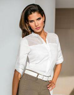 Damen Hemd mit Lochmuster, Schlanke Hose, Damengürtel aus Leder