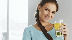 you want to know the benefits of drinking lemon water before bed, this article will show you how lemon water can improve your health Ayurveda, Lemon Water Before Bed, Drinking Lemon Juice, Drinking Water, Lemon Juice Benefits, Fat Cutter Drink, Body Cleanse Diet, Bebidas Detox, Lemonade Diet