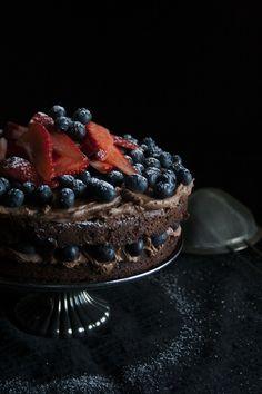 Torta al cioccolato con crema al mascarpone e frutta